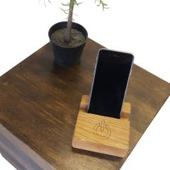 oak mobile phone holder in use